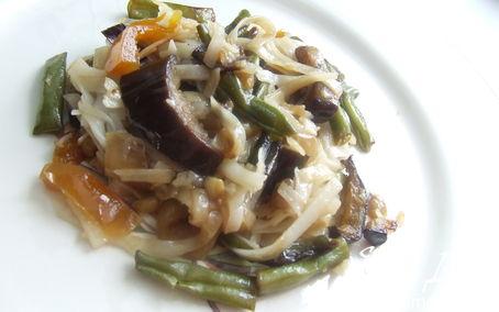 Рецепт Рагу из баклажанов с рисовой лапшой