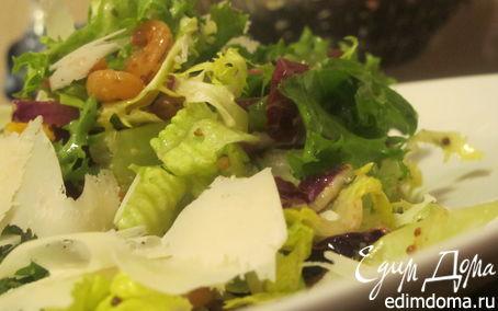Рецепт Салатный микс с креветками, пармезаном, хурмой и горчичной заправкой