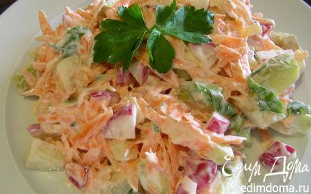 Рецепт Легкий салат из редиса с морковью и творогом