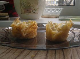 Сырные корзиночки с салатом из мяса криля