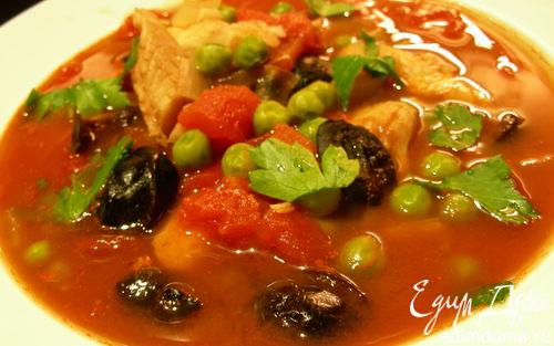 Рецепт Томатный суп с белой рыбой, зеленым горошком и маслинами