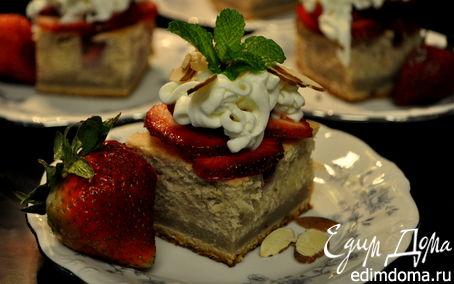 """Рецепт Слоеный торт с клубничной начинкой и кремом """"Амаретто"""""""