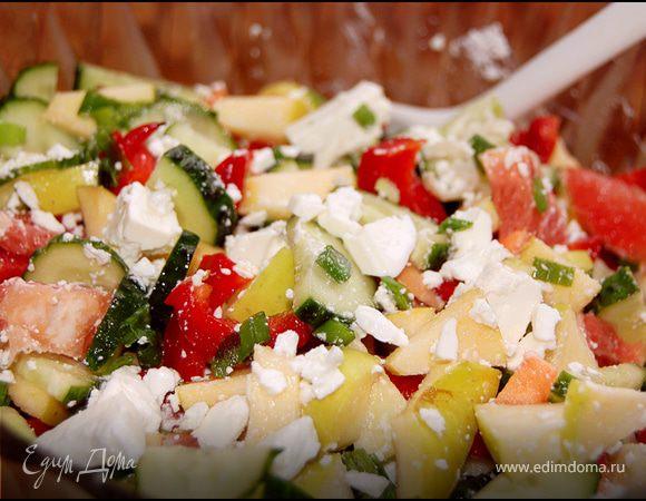 Фруктово-овощной салат с брынзой