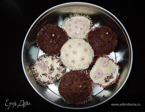 Шоколадные пирожные с шоколадным и ванильным кремом