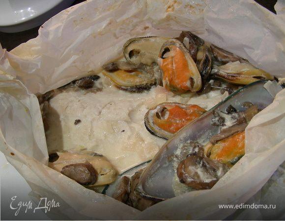 Рыба в соусе из шампанского, грибов и мидий