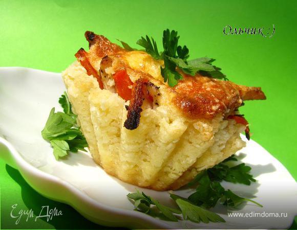 Закусочные рисовые тарталетки с запечёнными овощами и куриным филе под сыром