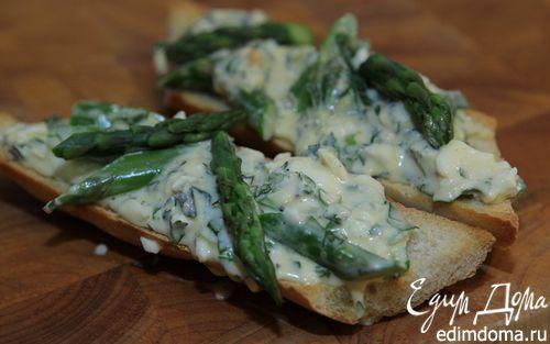 Рецепт Кростини с яйцом, спаржей и маскарпоне