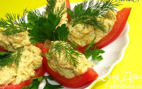 Рецепт Закуска из куриного паштета со сливочным сыром и зеленью в лодочках из помидора