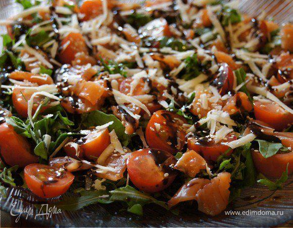 Салат с руколой и лососем