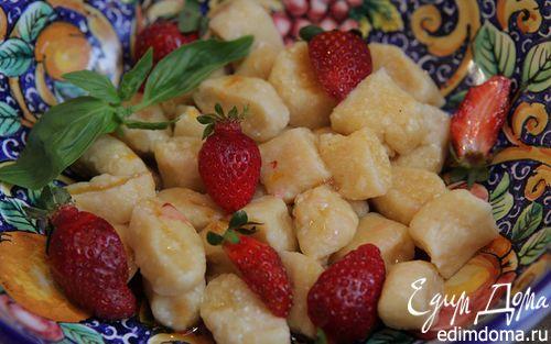 Рецепт Ленивые вареники с клубникой и базиликом