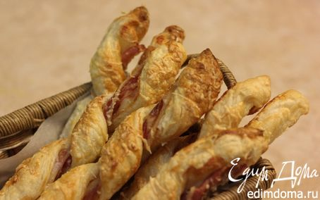 Рецепт Слоеные палочки с беконом от Виктории
