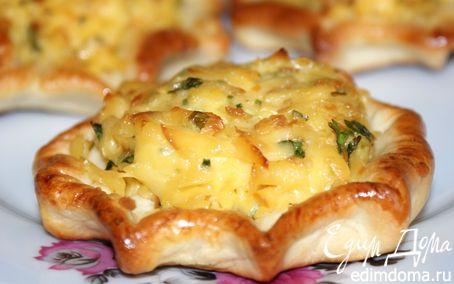 Рецепт Ватрушки с копченым сыром и чесноком