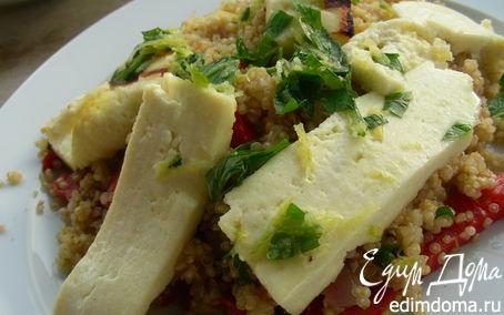 Рецепт Теплый салат с квиноа/кускусом, маринованным перцем и жареным сыром