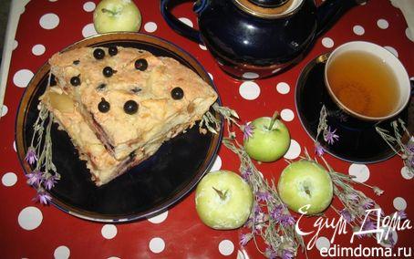 Рецепт Яблочная шарлотка с черной смородиной