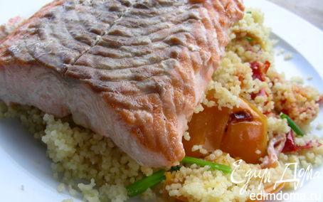 Рецепт Лосось с гарниром из кускуса с маринованными перцами и зеленым луком