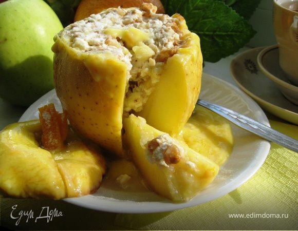 Запеченные яблоки с соусом «Сабайон» и нежной творожной начинкой