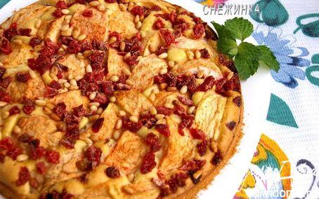 Рецепт Яблочный пирог «Лакомый кусочек» с вяленой клубникой и кедровыми орехами