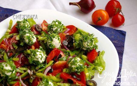 Рецепт Салат с томатами, перцем, маслинами и шариками из рикотты