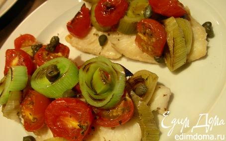 Рецепт Рыба, запеченная по-итальянски с луком-пореем, помидорами черри и каперсами