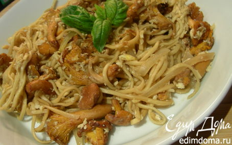 Рецепт Жареная китайская лапша с яйцом и лисичками или другими лесными грибами