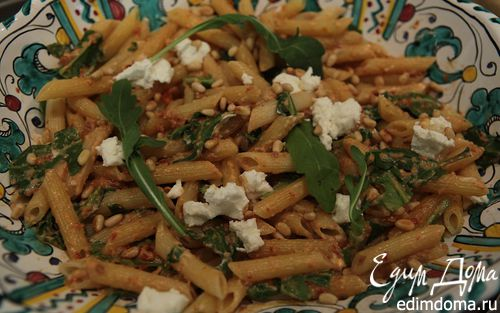 Рецепт Салат из макарон с козьим сыром, вялеными помидорами и руколой
