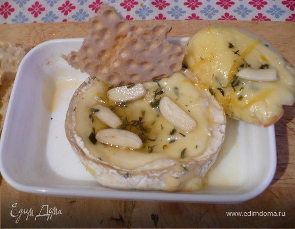 Запеченный ароматный сыр Бри