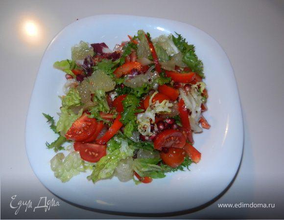 Легкий салат с черри и гранатом