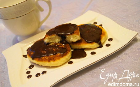 Рецепт Ванильные сырники с шоколадным соусом