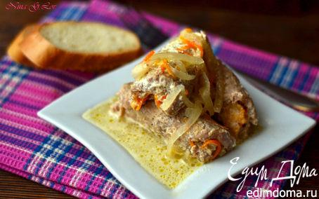 Рецепт Крученики с сыром, луком и морковью под сметанной заливкой