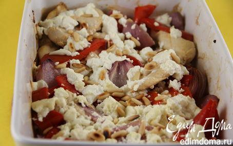 Рецепт Запеченное куриное филе (бедрышки, голени) с перцем, фетой и кедровыми орешками