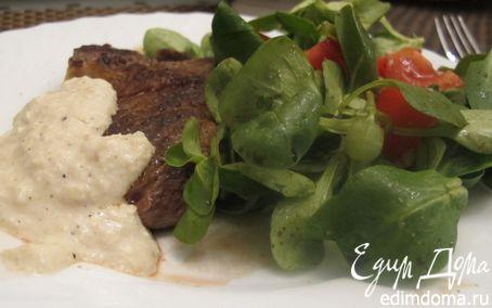 Рецепт Стейк, перечный соус и мюсли салат