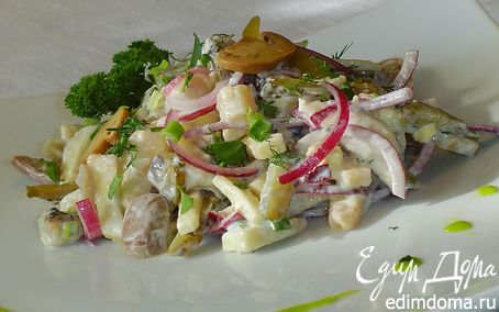 Рецепт Салат с шампиньонами, сельдью и осминожками
