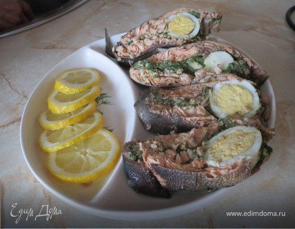 Горбуша с яйцом и шпинатом