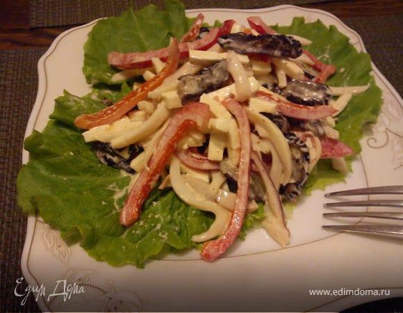 Салат из кальмаров с черносливом