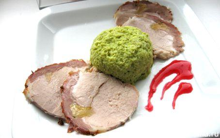 Рецепт Запеченная свинина с суфле из зеленого горошка «Бабочки прилетели»