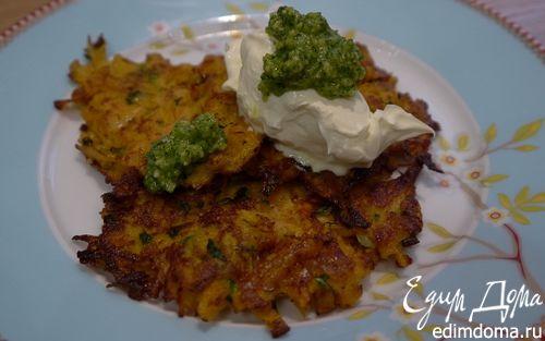 Рецепт Оладьи из сладкого картофеля с соусом песто