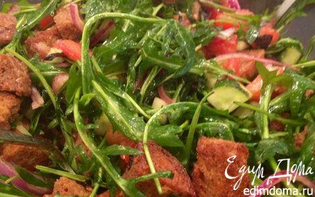 Рецепт Легкий салат из руколы с чесночными крутонами
