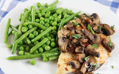 Рецепт Куриная грудка по-деревенски с соусом с грибами и эстрагоном