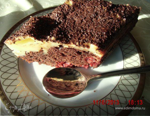 Шоколадный пирог с вишней