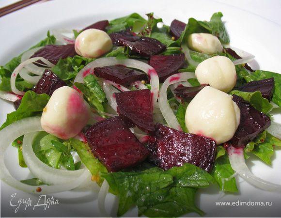 Салат с карамелизированной свеклой и моцареллой