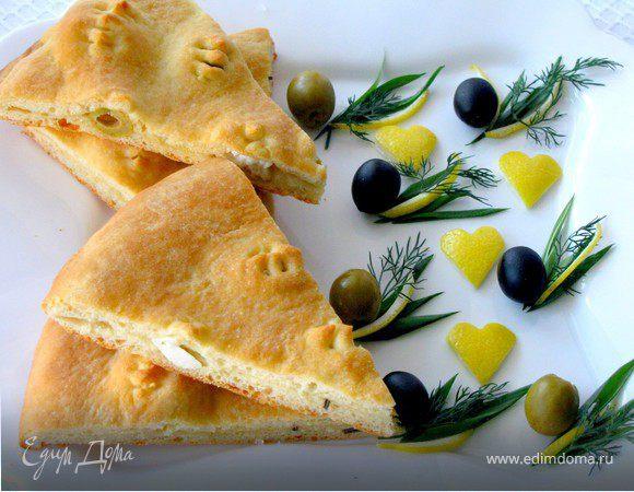 Двухслойная фокачча с оливками и молодым сыром