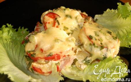 Рецепт Картофель, запеченный в сметанном соусе с ветчиной, огурчиками, помидорами и сыром