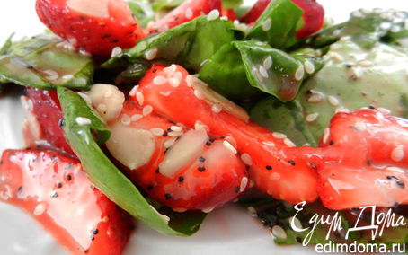 Рецепт Быстрый салат со шпинатом и клубникой