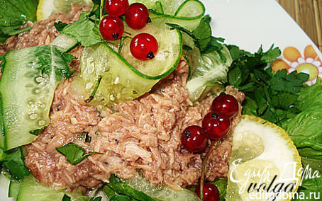 Рецепт Салат с огурцом и тунцом