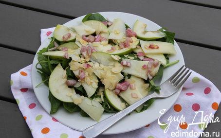 Рецепт Салат со шпинатом, яблоком, пекорино, миндалем и гранатом