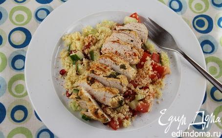 Рецепт Пряная куриная грудка с травами и салатом из кускуса и граната