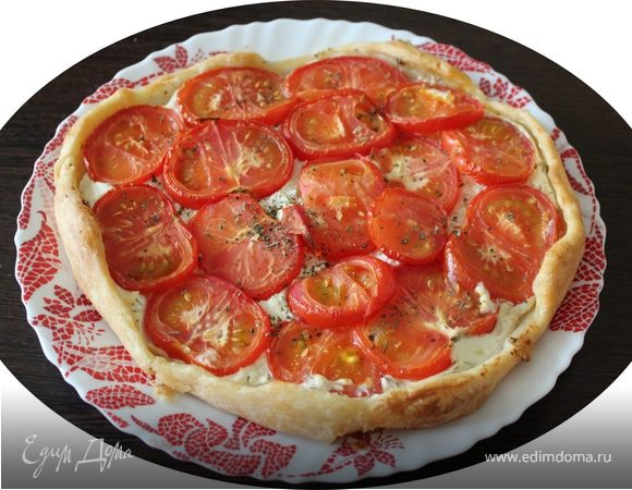 Тарт из слоеного теста с творогом и томатами