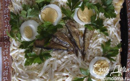 Рецепт – слоеный салат со шпротами и колбасным сыром