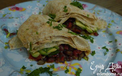 Рецепт Тортилья с ароматной фасолью и авокадо