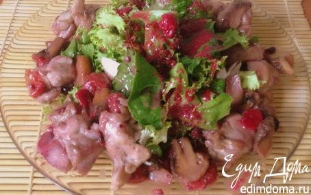 Рецепт Теплый салат с куриным филе под ягодным соусом